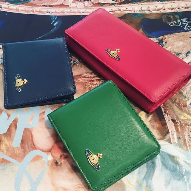 You can't go wrong with a beautiful Vivienne Westwood wallet in simple nappa leather as a Christmas gift 🏻Shop our insta- Link in our Bio #10762