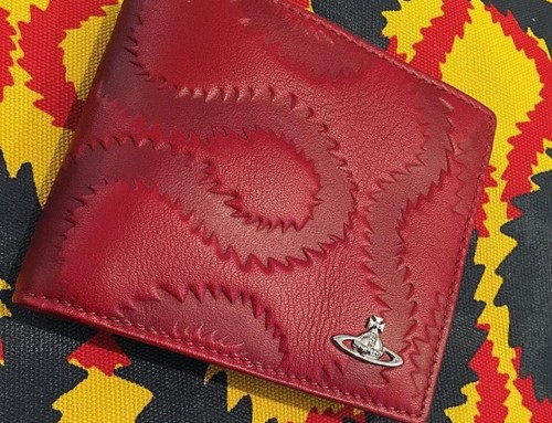 Squiggle on Squiggle on a Saturday. Vivienne Westwood Embossed Squiggle wallet in red Shop our insta- Link in our Bio #11141