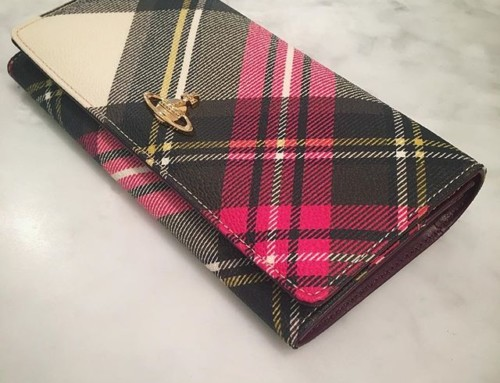 We love a bit of tartan here at Pour Tous and this Vivienne Westwood Derby wallet is one of our favorites️ Shop our insta- Link in our Bio #10272