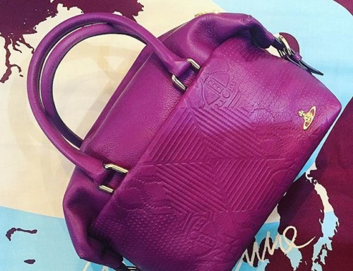 This great little Hogarth bag in purple is included in our sale was $790 now $470  Shop now link in our bio #11123
