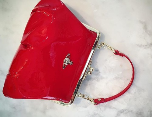 Super cute Vivienne Westwood Margate bag in lipstick red patent leather shop now link in our bio #11425