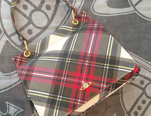 We love a bit of Tartan here at Pour Tous. This Westwood Derby bag in classic New Exhibition Tartan is what dreams are made of and is in store and online now ️ shop now link n our bio #11436