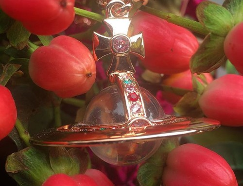 Oh so pretty! Vivienne Westwood classic Orb Pendant in Rose  shop now link in our bio #11019