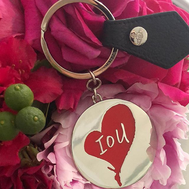 Just adore this Vivienne Westwood IOU heart key ring ️ shop now link in our bio #11714